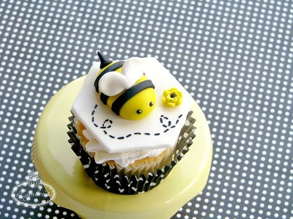 How To Make A Fondant Bumble Bee Free Tutorial On Craftsy