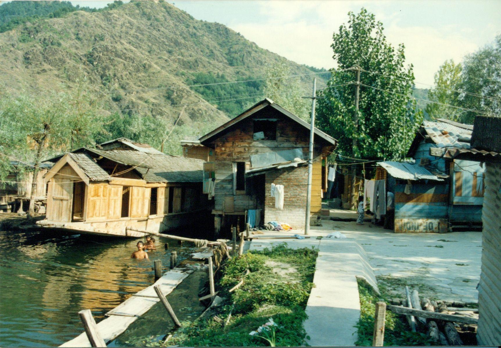 Houseboat sul lago Dal