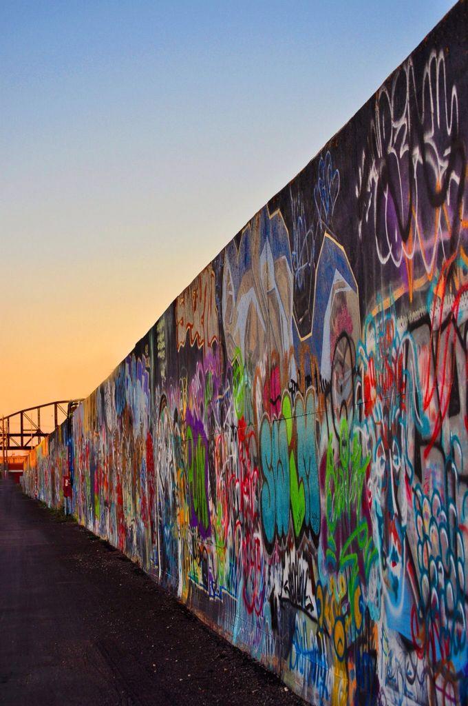St Louis Graffiti Wall A Mile Long St Louis Graffiti Wall
