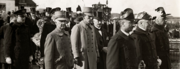 Generaal W.H.C.A. Seyn op begrafenis Dorus Rijker.