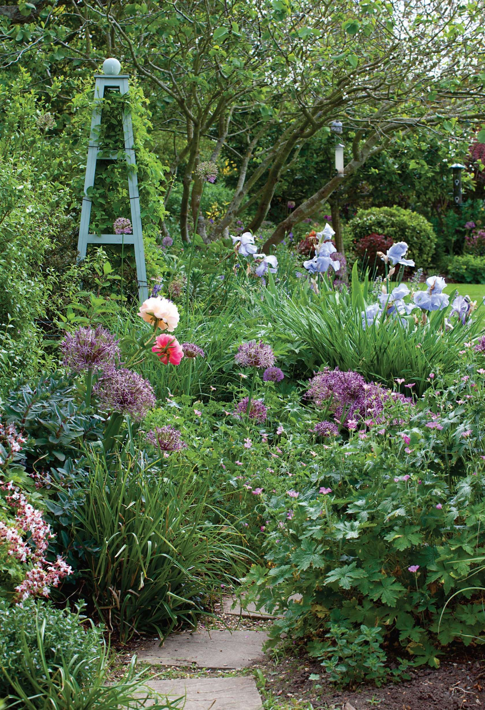 A Garden Of Texture Colour And Seclusion Period Living Cottage Garden Beautiful Gardens Cottage Garden Plan