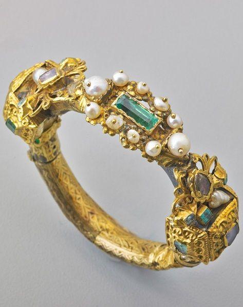 08227462eb2ba7 SPANISH SHIPWRECK SALVAGE GOLD EMERALD BRACELET; Revised or assembled  hinged gold bracelet rebuilt of gold