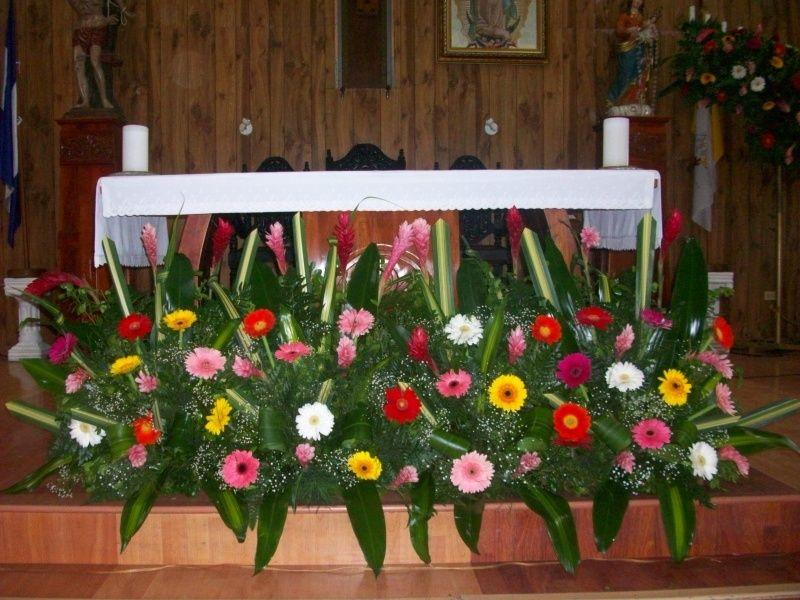 Arreglo De Gerberas Para Altar Arreglos Florales Church Flowers