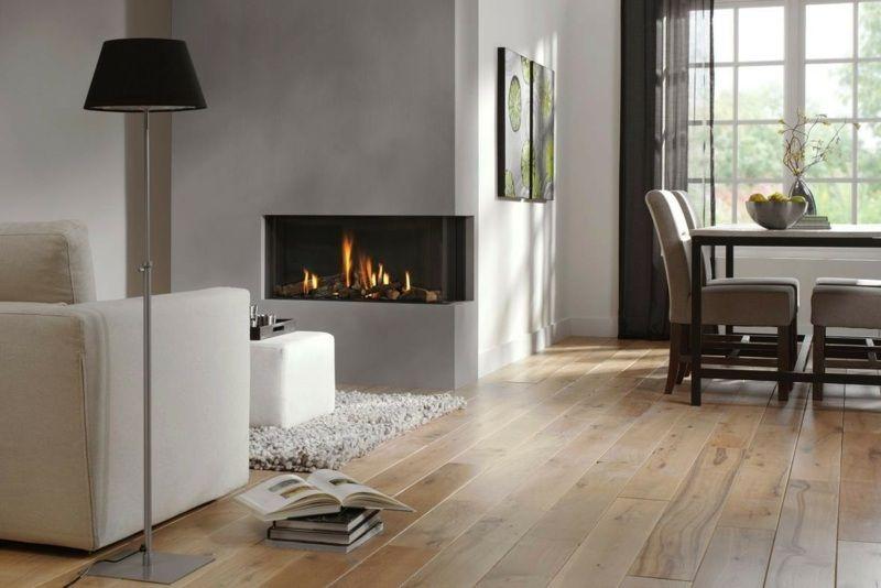 Ein Kamin im Wohnzimmer kann als Akzentwand für die Farbe Grau genutzt werden