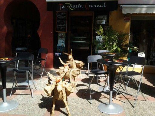 Portada tienda con los burritos malaguitas!  #turincongourmet #gourmet #gourmetshop #spanishgourmet #spanishfood #elpuertodesantamaria #elpuerto #cadiz #foodanddrinksfromspain #food #foodies #delicious #follow #followus #siguenos #followme #tienda #españa