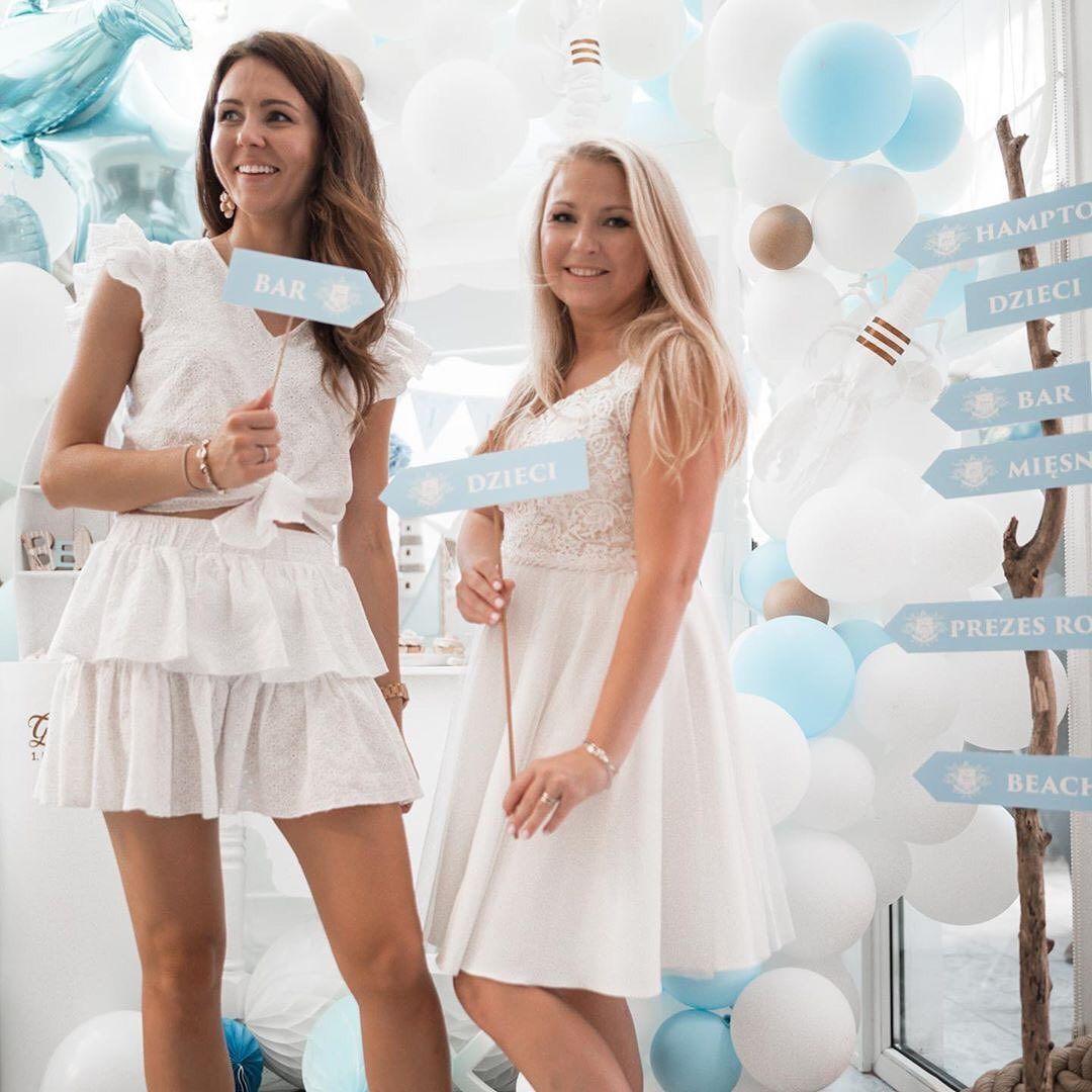 Na Urodziny Bibusia Mamaginekolog Wybrala Suknie Bali W Dlugosci Do Kolan Calkiem Cool Miec Taka Mame Graduation Dress Dresses White Dress