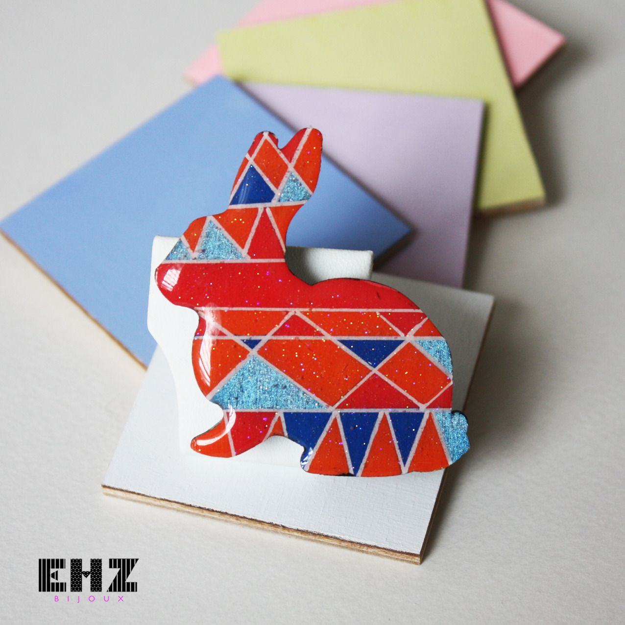broche ethnique et graphique rouge, orange et bleus - new co : Broche par ehz