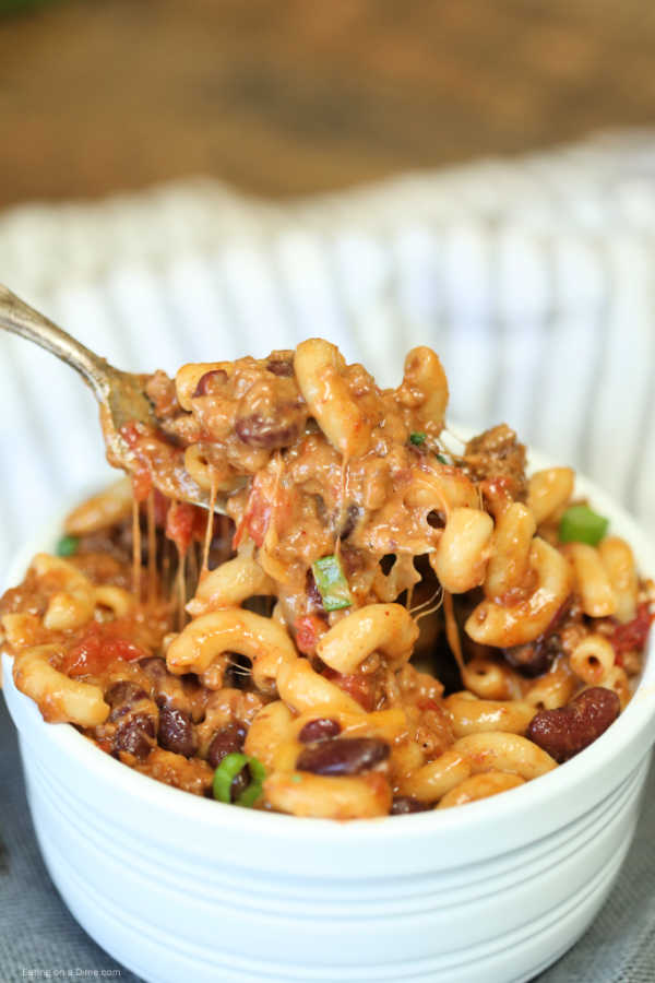 Crock Pot Chili Mac and Cheese recipe - easy chili mac and cheese recipe #crockpotdishes