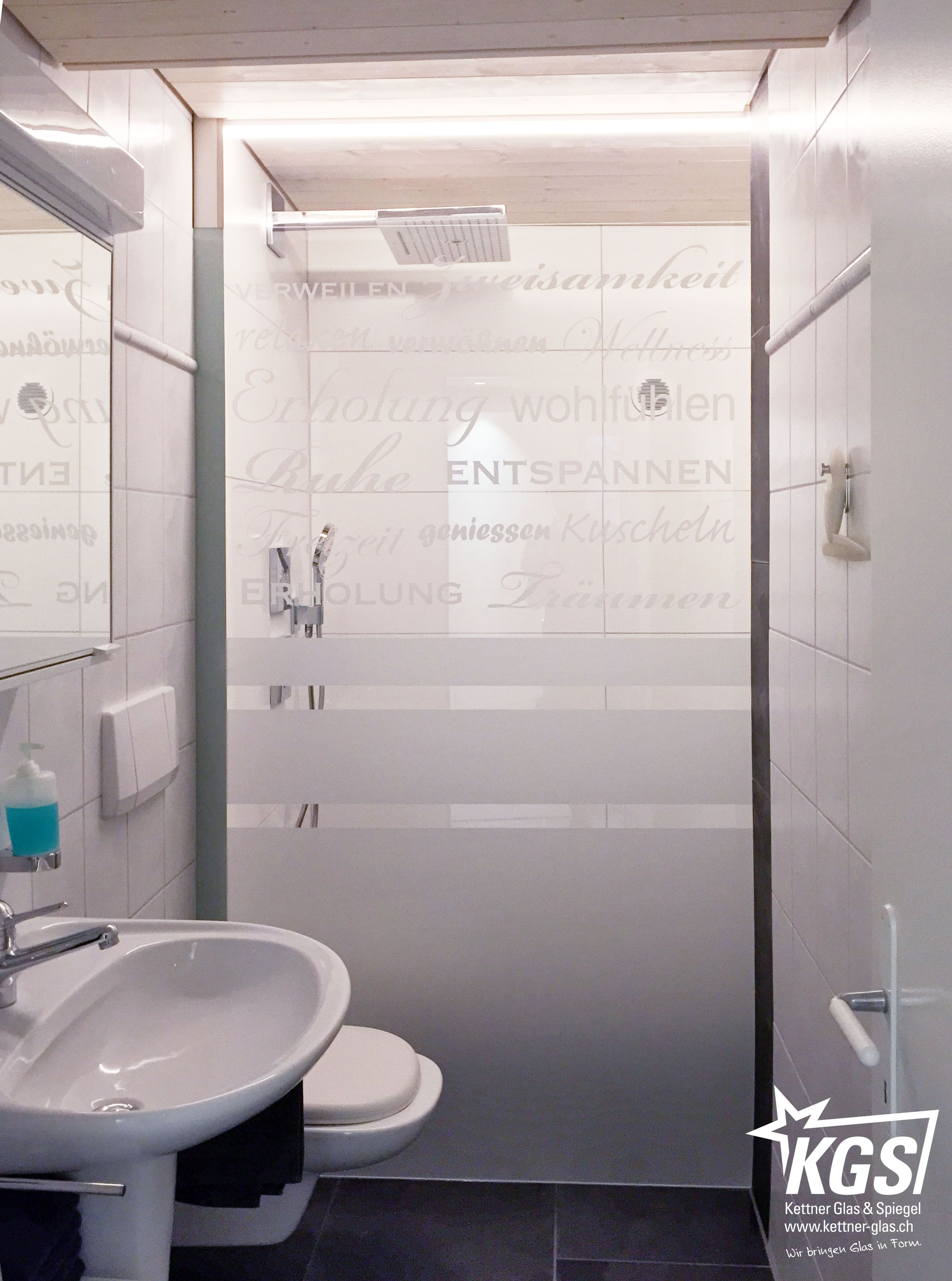 Design Duschtrennwand Mit Typografischem Folienplott Und Beidseitiger Lackierung In Plattlinug Montagetechnik Duschtrennwand Dusche Duschwand