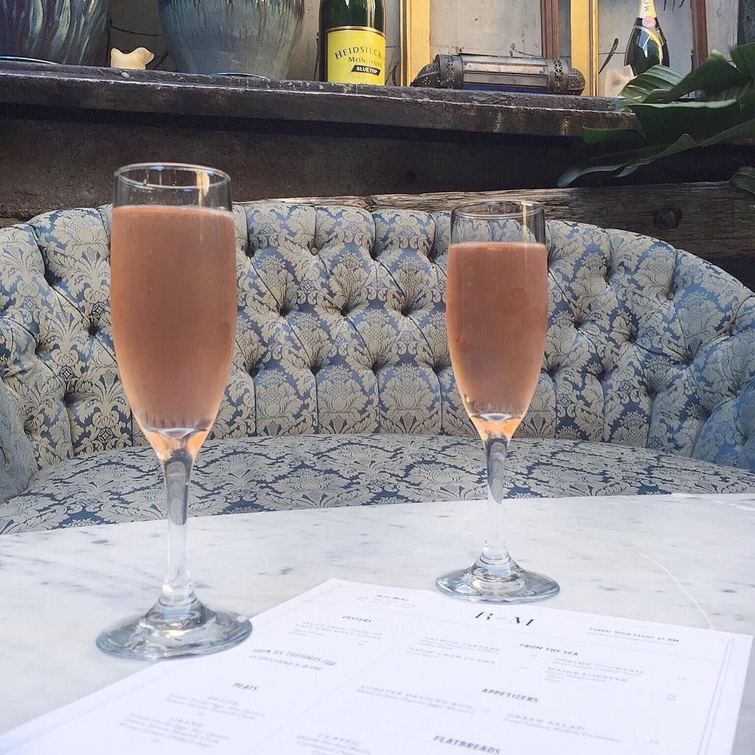 Happy hour at RM Champagne in Chicago! #happyhour #cheers #drinks #champagne
