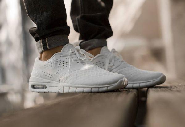 Découvrez la Nike SB Eric Koston 2 Max White/Metallic Silver/Black, une  sneaker hybride blanche avec une semelle tachetée pour homme.