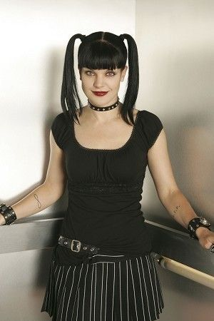 pauley perrette nua - Pesquisa Google. Reminds me of Bettie Page with the Blue Eyes, Black hair and Bangs