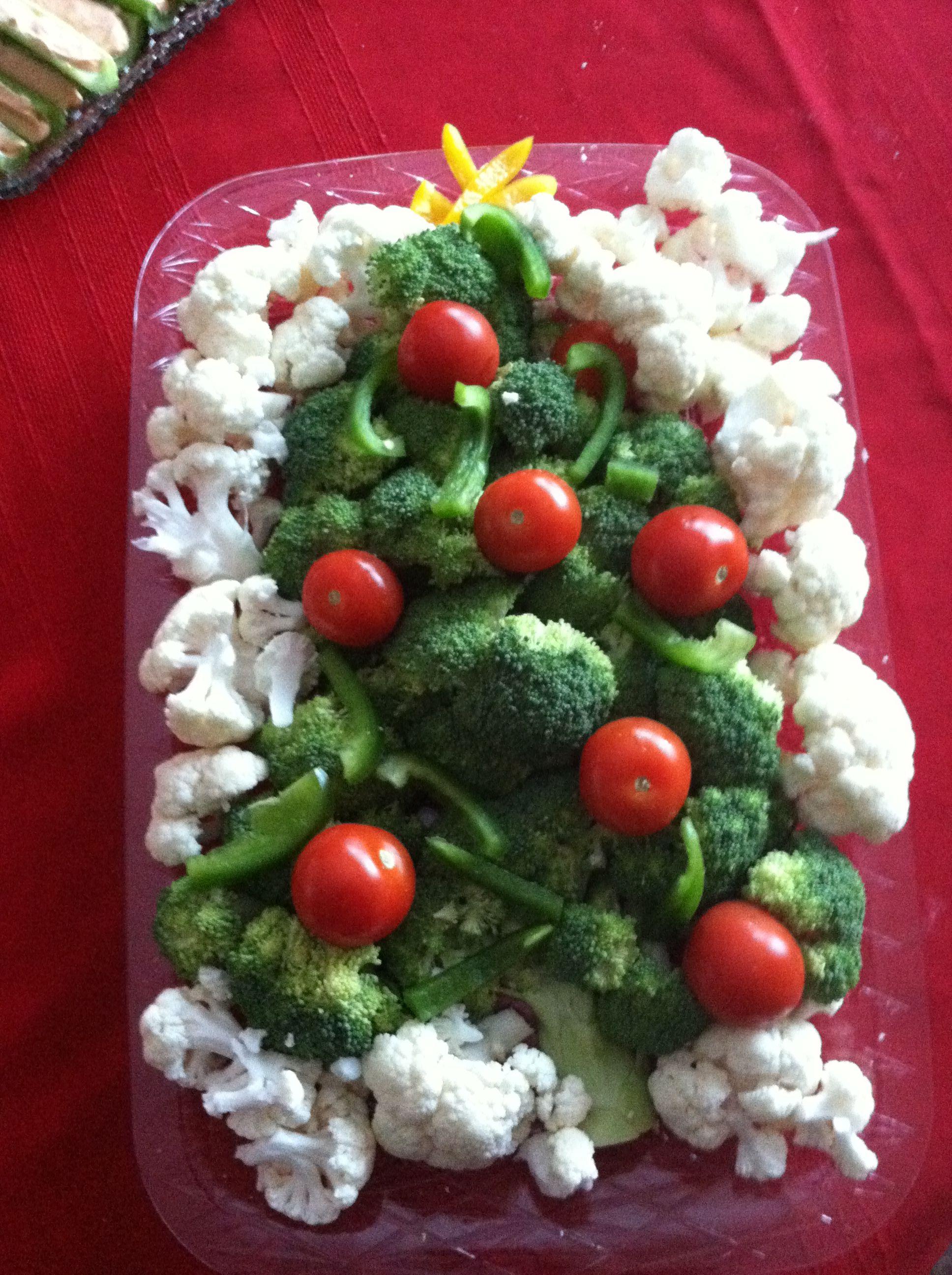 Christmas veggie tray christmas pinterest