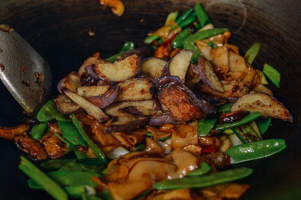 Vegetable Chow Fun, by thewoksoflife.com