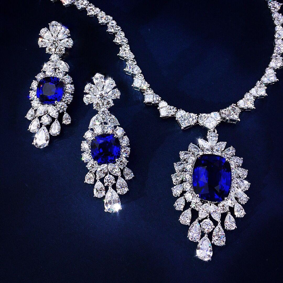 Suite perfection bluesapphire pendant necklace earrings ceylon