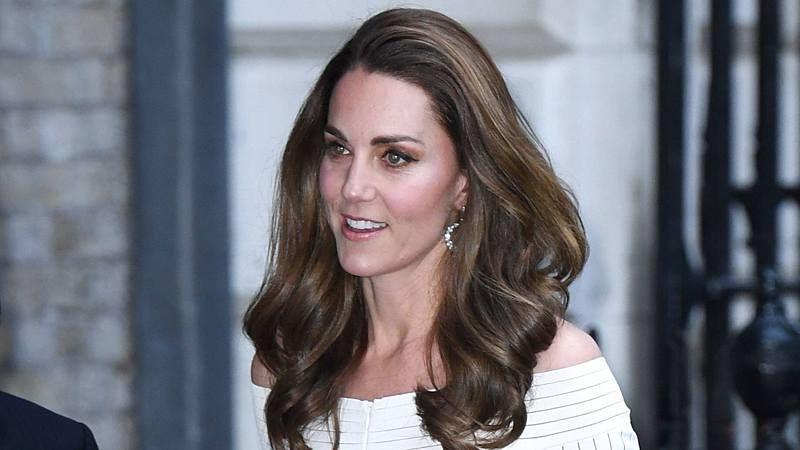 Herzogin Kate Dieses Outfit Ist Extrem Gewagt Neue Frisuren Herzogin Kate Haar Styling