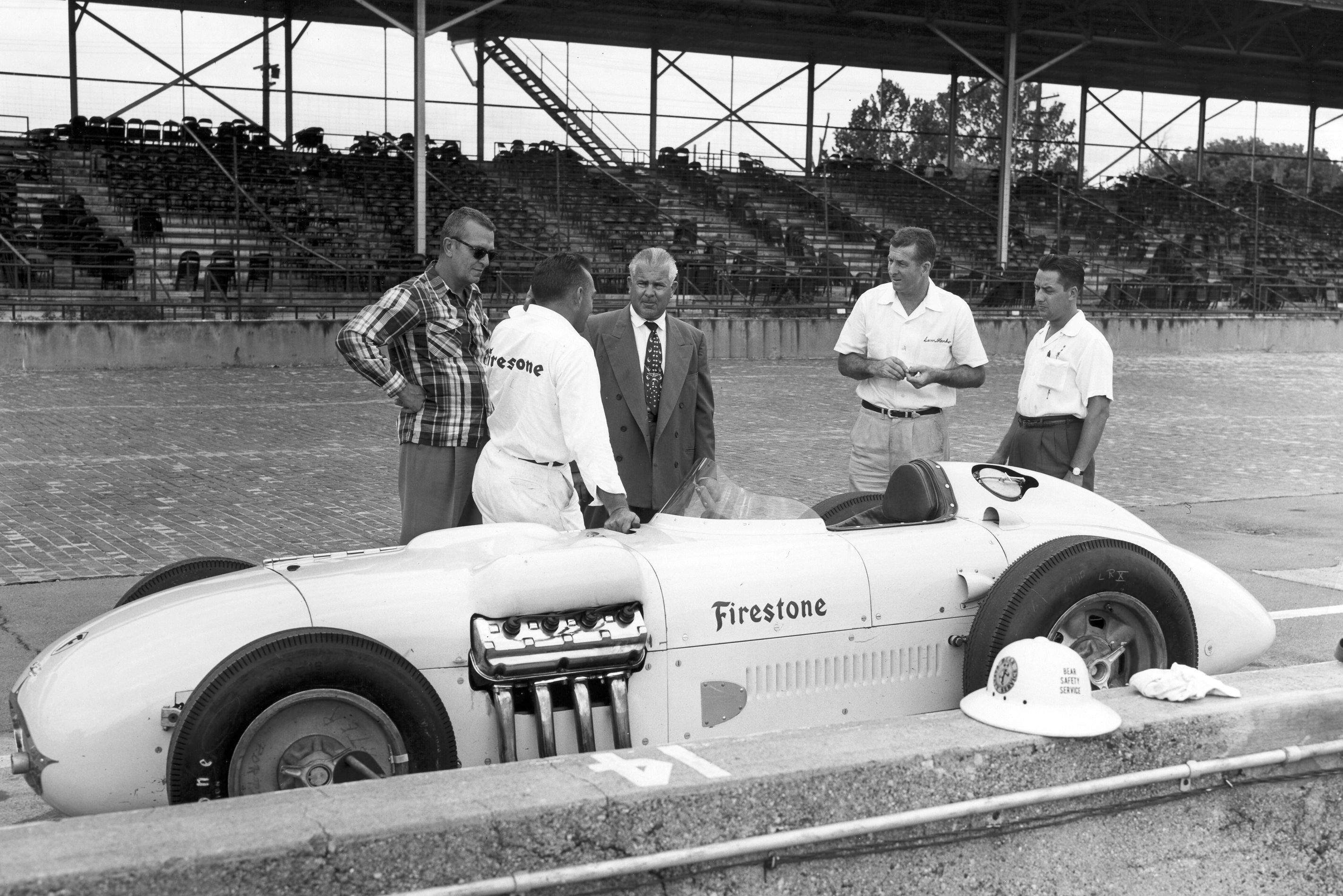 Kurtis kraft hemi powered indy car was used during the 1950 s for racing tire development
