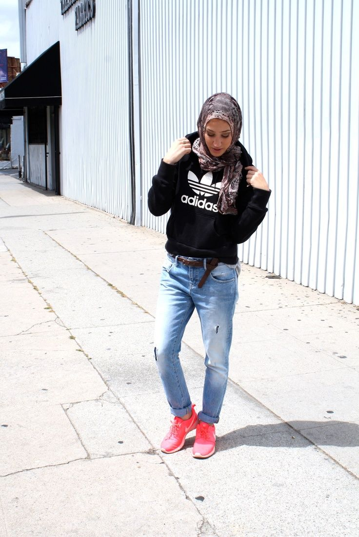 Directional Yet Demure Clothing For The Cool Modern Woman: 30 Stylish Ways To Wear Hijab With Jeans For Chic Look