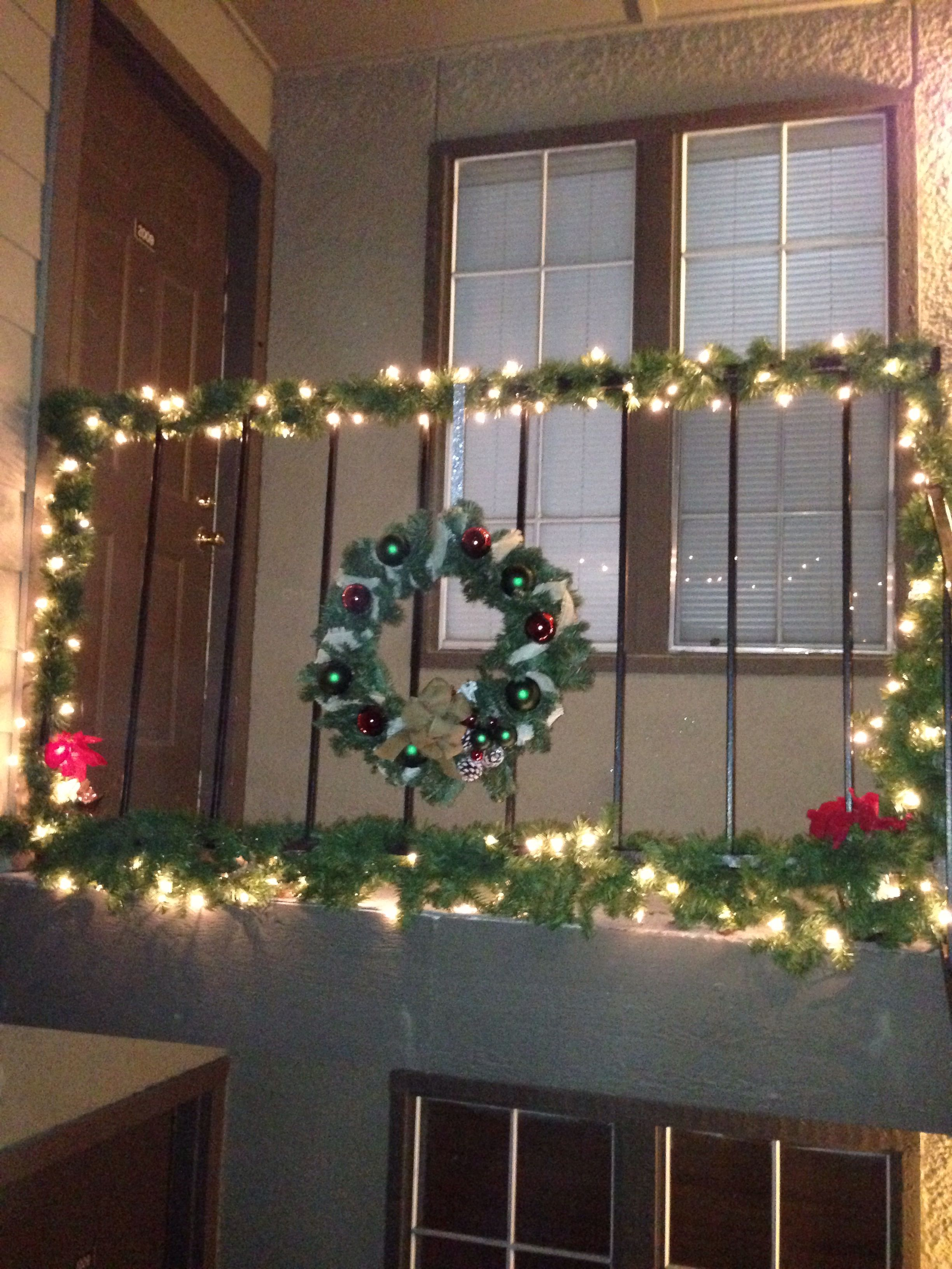 Small Space Decorations: Ideas For Outside Christmas Decor For Condo Or  Apartment DYI : Railing