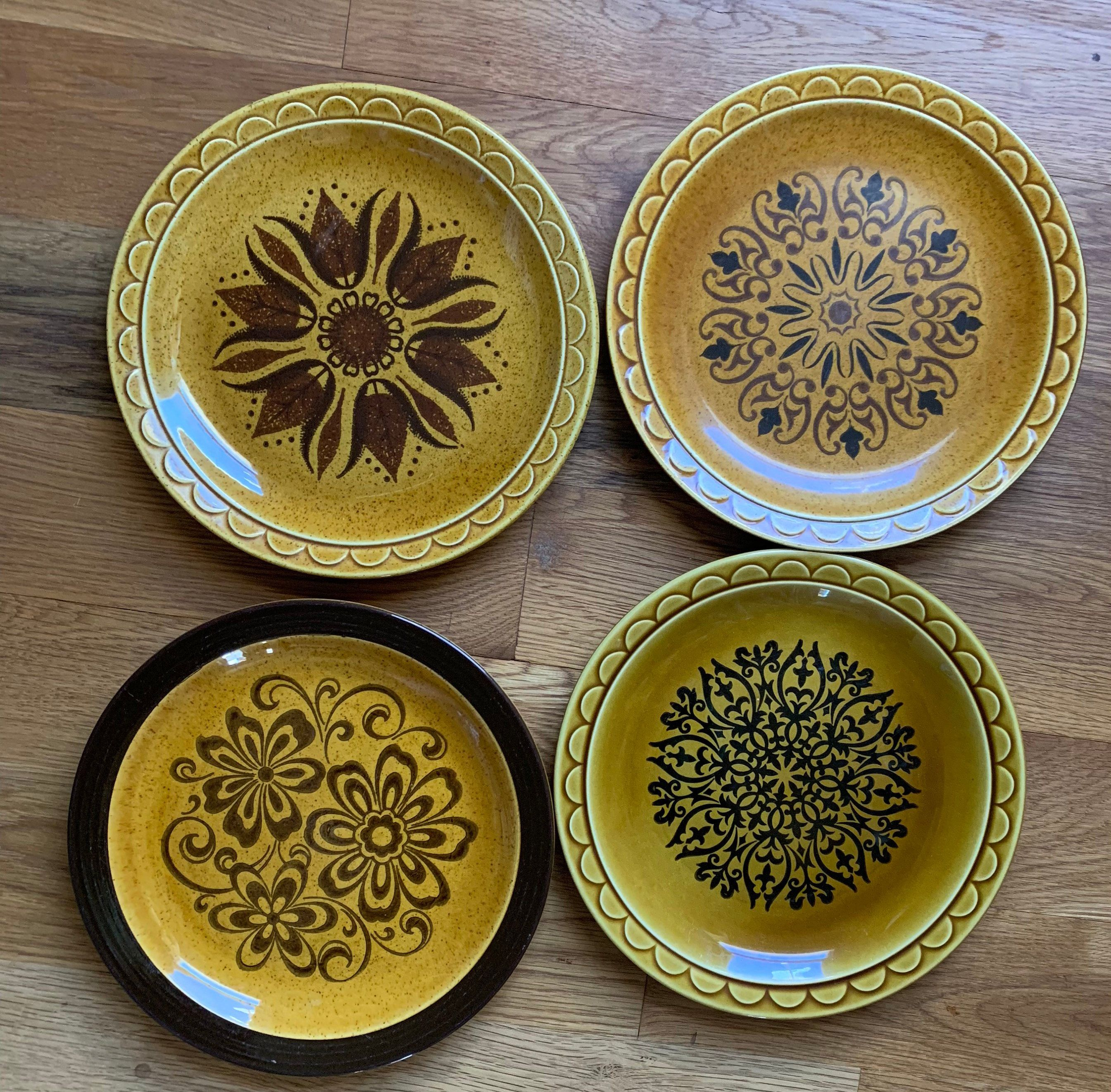 Mid Century Modernist Mount Clemens Pottery Set of 3 Dinner Plates  Amber Brown Circles