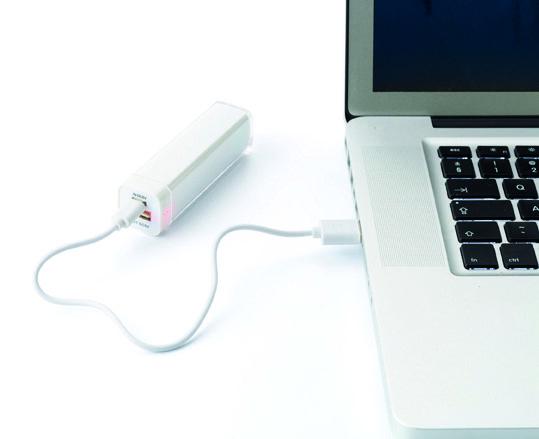 Voor uw energieke reclameboodschap! - lithium-ion battery pack, capaciteit: 2200mAh, output: 5V, 800 mA - geschikt om de batterij van uw digitaal toestel bij te laden - geleverd inclusief USB kabel Formaat: 9,2 x 2,5 x 2,5 cm  - Powerbanks bedrukken mogelijk vanaf 25 stuks
