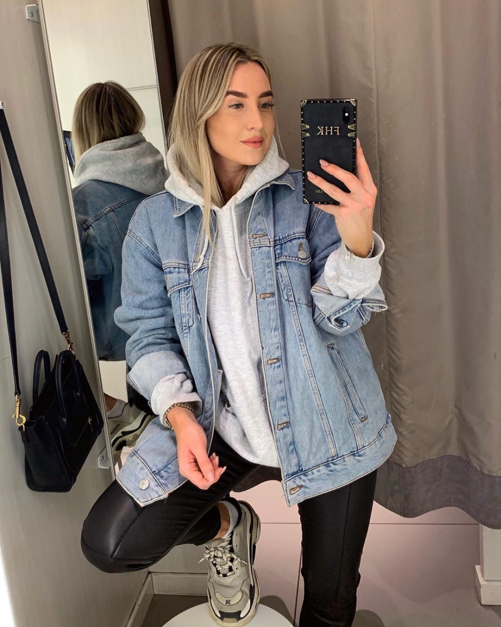 Best Picture For Denim Jacket Mens For Your Taste You Are Looking For Something And It Is Goin Jacket Outfit Women Denim Jacket Fashion Jean Jacket Outfits [ 1250 x 1000 Pixel ]