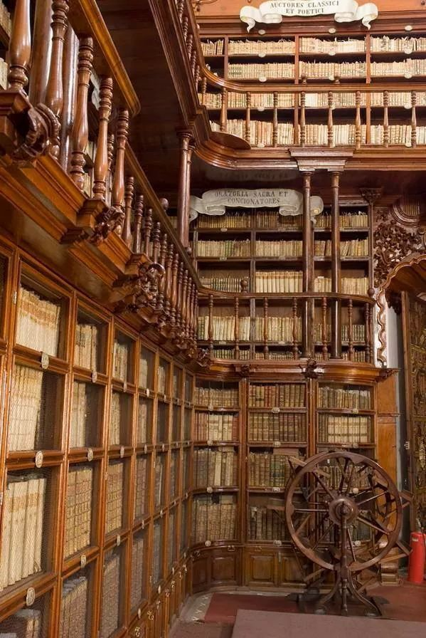 M s de 25 ideas incre bles sobre biblioteca palafoxiana en pinterest biblioteca antigua - Libreria universitaria madrid ...
