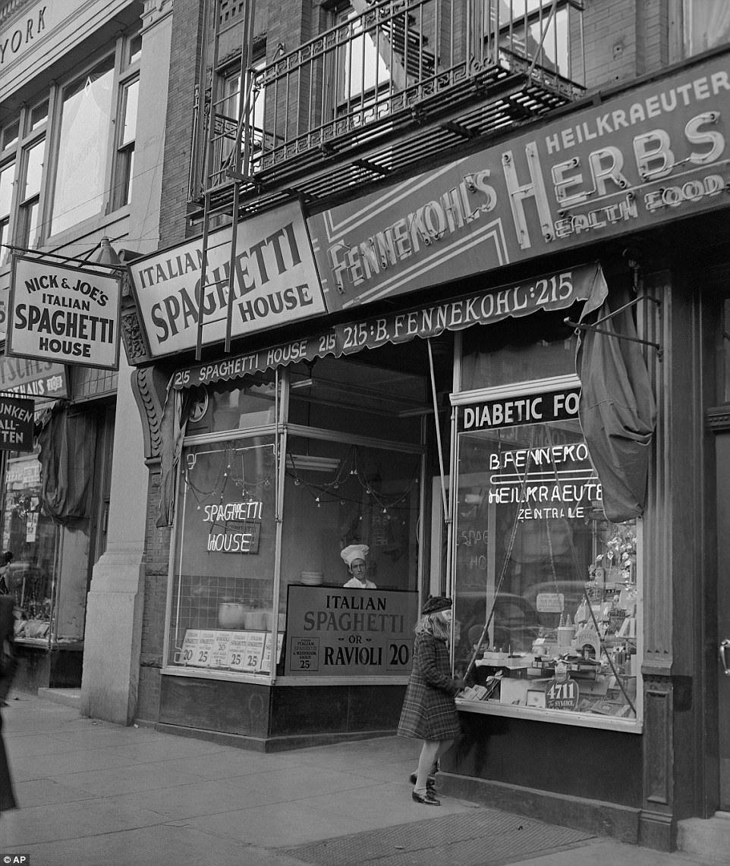 Stunning Black And White Photographs Capture 1940s Manhattan Nyc History New York City Vintage New York