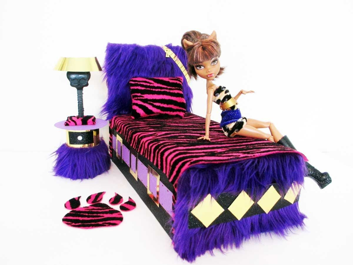 how to make a clawdeen wolf doll bed tutorial amazing and creative monster high diy. Black Bedroom Furniture Sets. Home Design Ideas