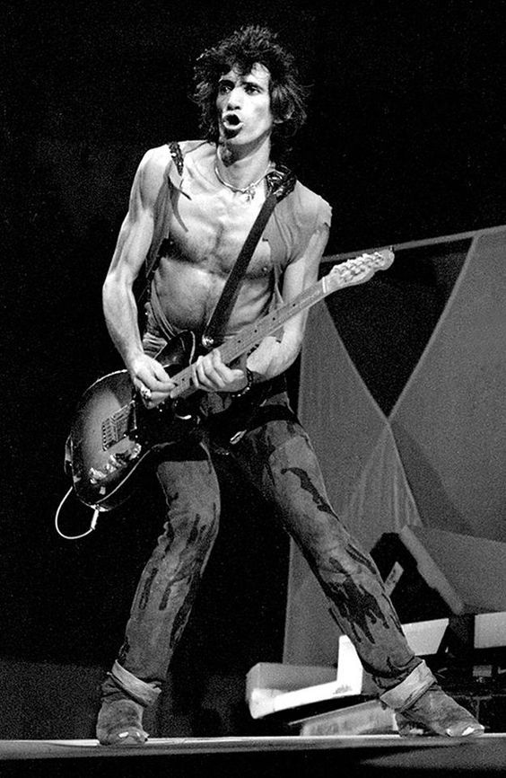 In a recent interview with the NY Daily News, Rolling Stones guitarist and  scrotum impersonator Keith Richards went after the modern rock scene.