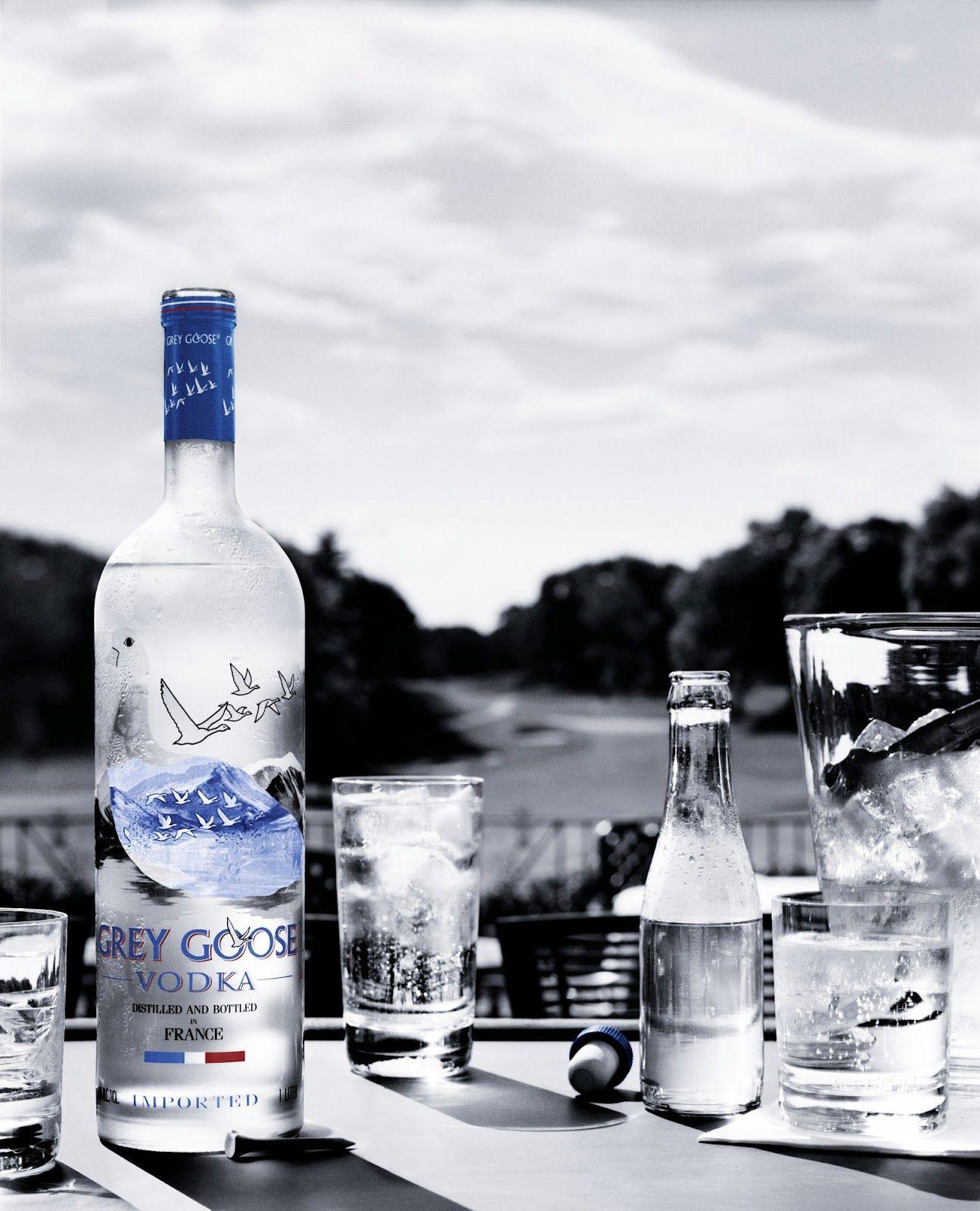"""A vodka #GreyGoose conquistou 96 pontos no """"World Spirits Championship"""", o máximo já conquistado por uma vodka nessa competição.  Por esse e outros títulos, ela é reconhecida como a vodka de melhor sabor do mundo. #vodka"""