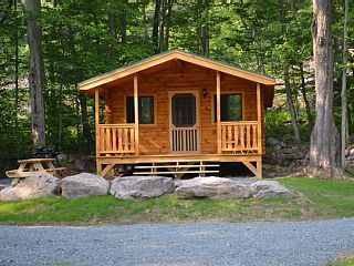 Adorable Log Cabin In The Woods Large Homeaway Poconos Little Log Cabin Cabins In The Woods Cabin
