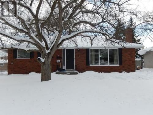 3+2 Bedrooms New listing Lindsay #Ontario #Home4Sale What do you like best about this home? 2 baths