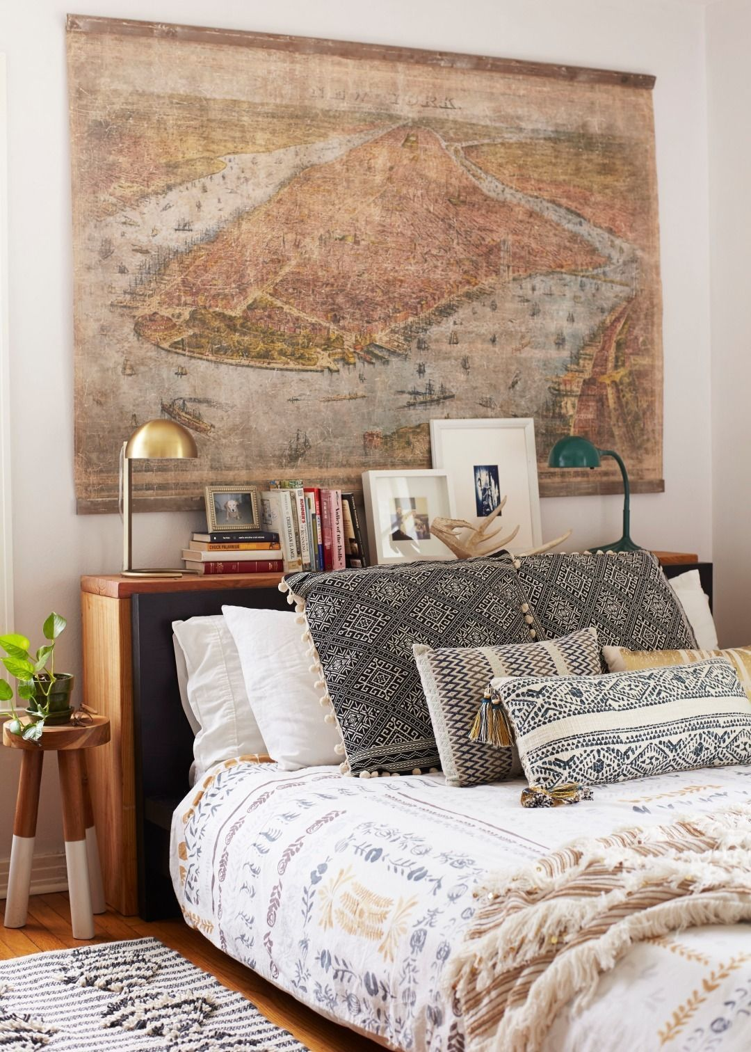 Add chic bohemian style vibes to your bedroom without ever leaving home. These real rooms ace the free-spirited Artful Bohemian look. & Add chic bohemian style vibes to your bedroom without ever leaving ...