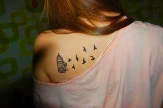este tatuaje sugiere libertad