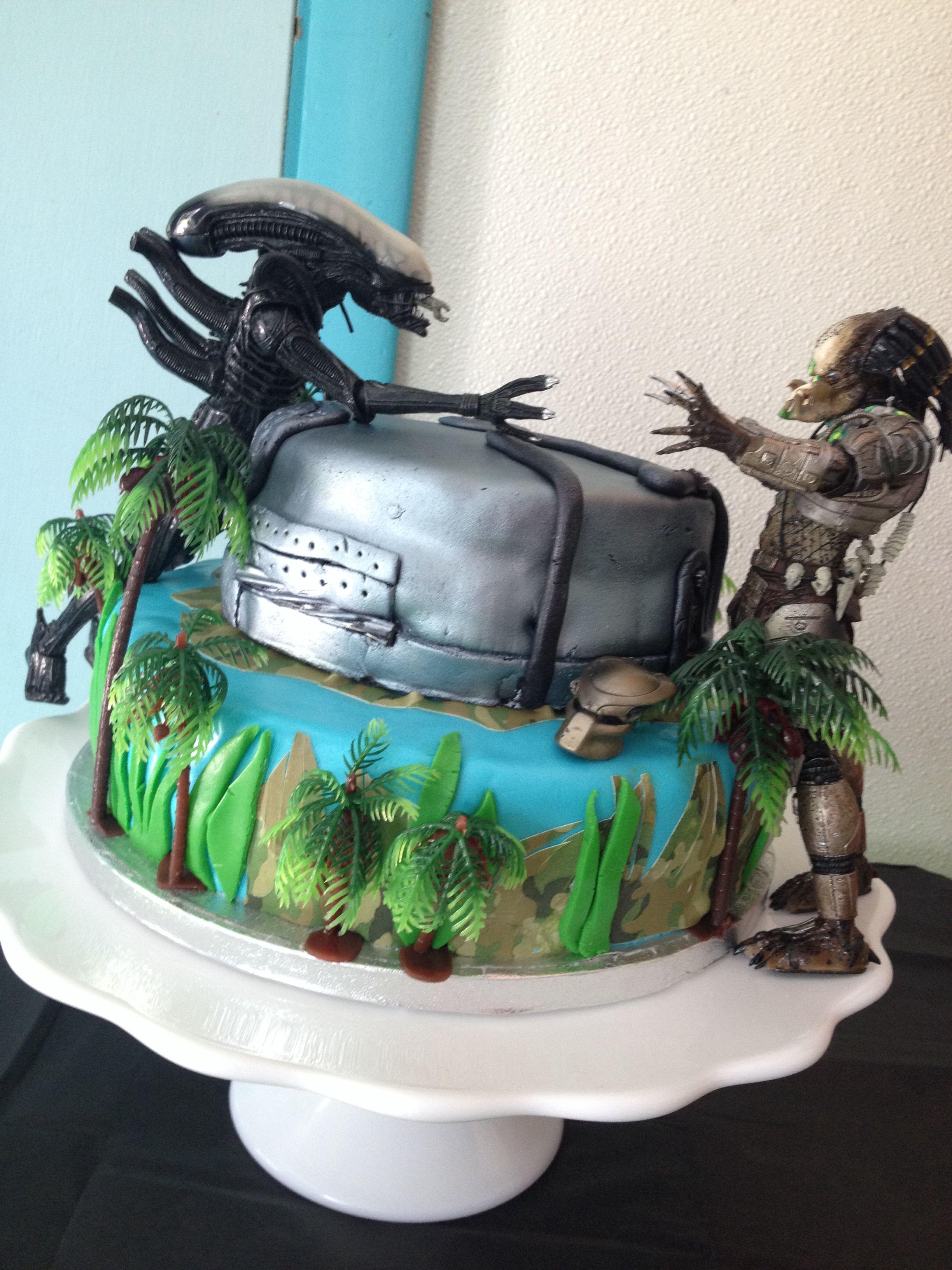 Alien Vs Predator Cake By Angela Fiandaca Decoracion De Pasteles