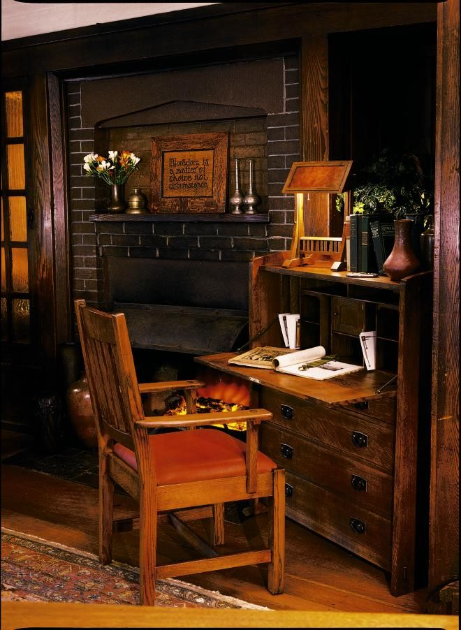 Arts And Crafts Style Desk Craftsman Style Decor Cottage Style Interiors Arts And Crafts Interiors