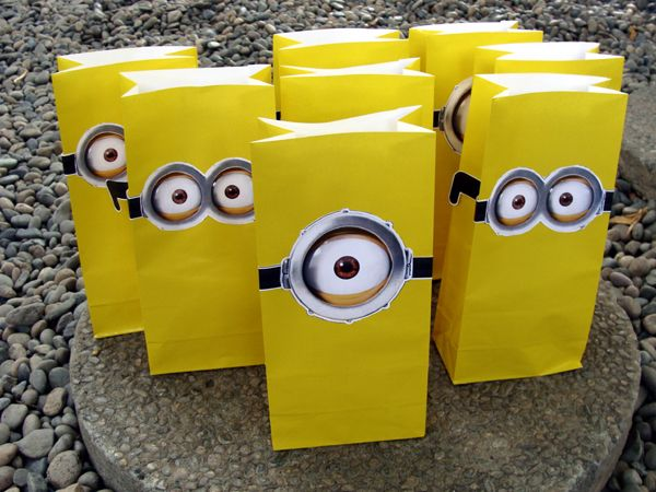 minion treat gift bags we printed out minion eyes and. Black Bedroom Furniture Sets. Home Design Ideas