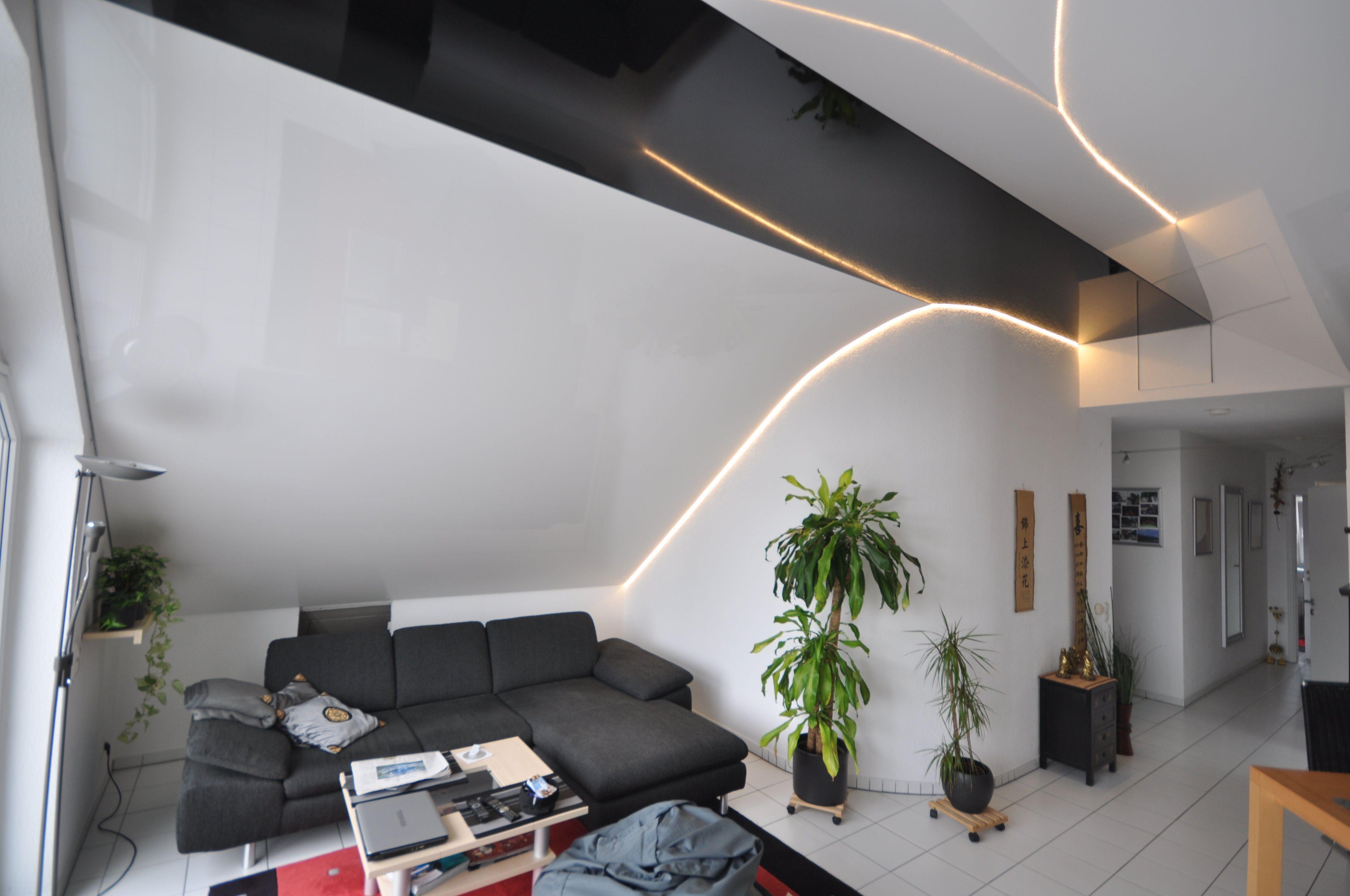 Spanndecke Weiß Und Schwarz Hochglanz In Einem Wohnzimmer