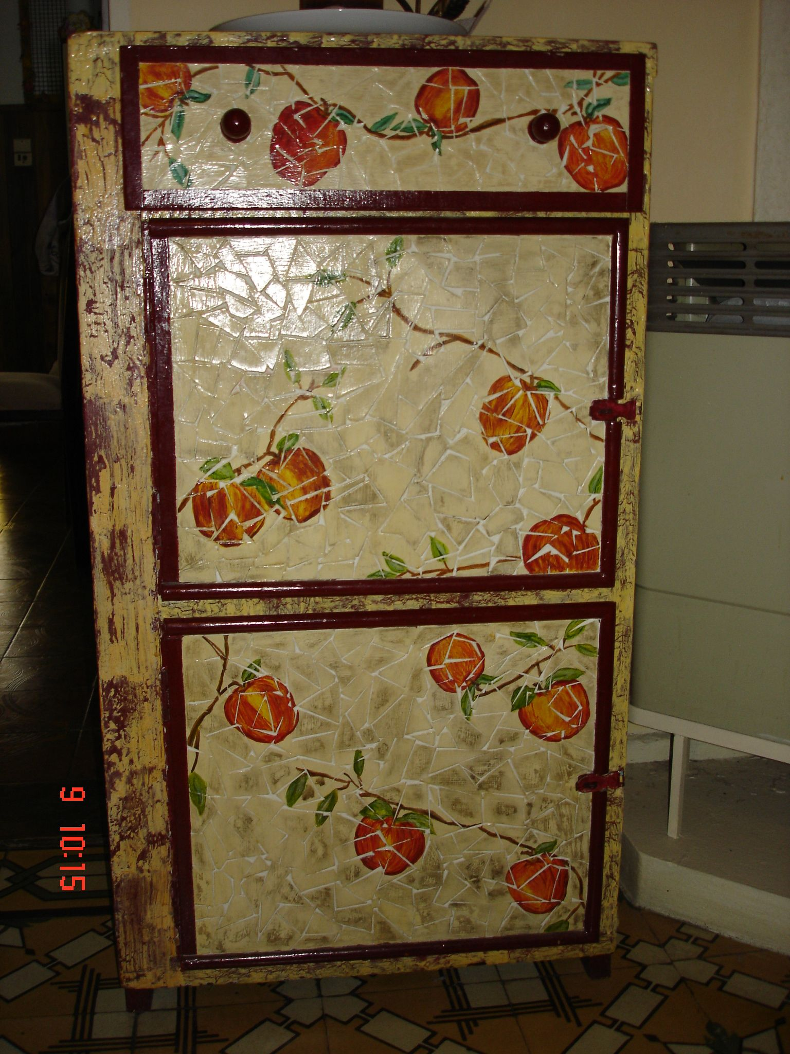 Mueble reciclado frente con venecitas hechas con carton - Muebles craquelados ...