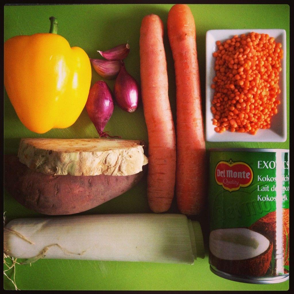 Was wird das wohl….? Ein richtig leckeres Süppchen und ihr braucht dafür wirklich nicht viel (: Ihr braucht: 1 kleine Tasse Linsen 2 Möhren Zwiebeln und Knoblauch 1 Paprika 1 Süßkartoffel Sellerie Lauch 1 Dose Kokosmilch Curry Salz/Pfeffer/Chili Koriander oder Petersilie Frühlingszwiebel nach Wahl Die Linsen am besten kurz in einem seperaten Topf vorkochen, damit …Read more...
