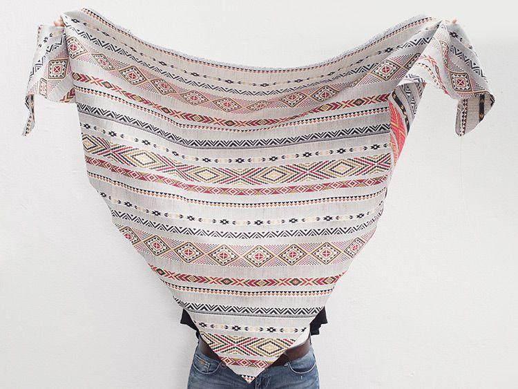 2097d7d12d73 Tutoriel DIY  Coudre un foulard triangle à franges via DaWanda.com ...