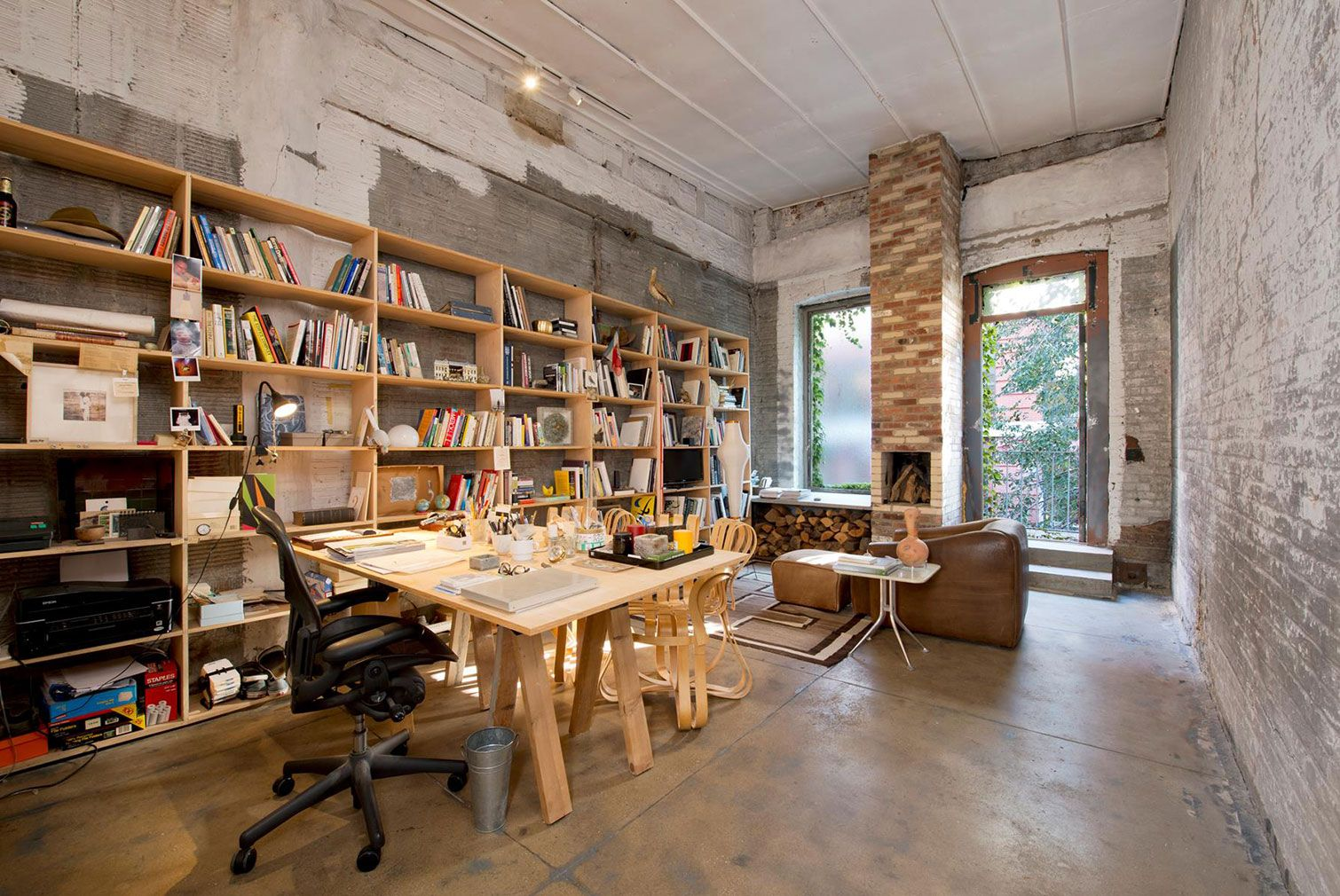 Minimalist concrete apartment lists for 11m in Manhattan