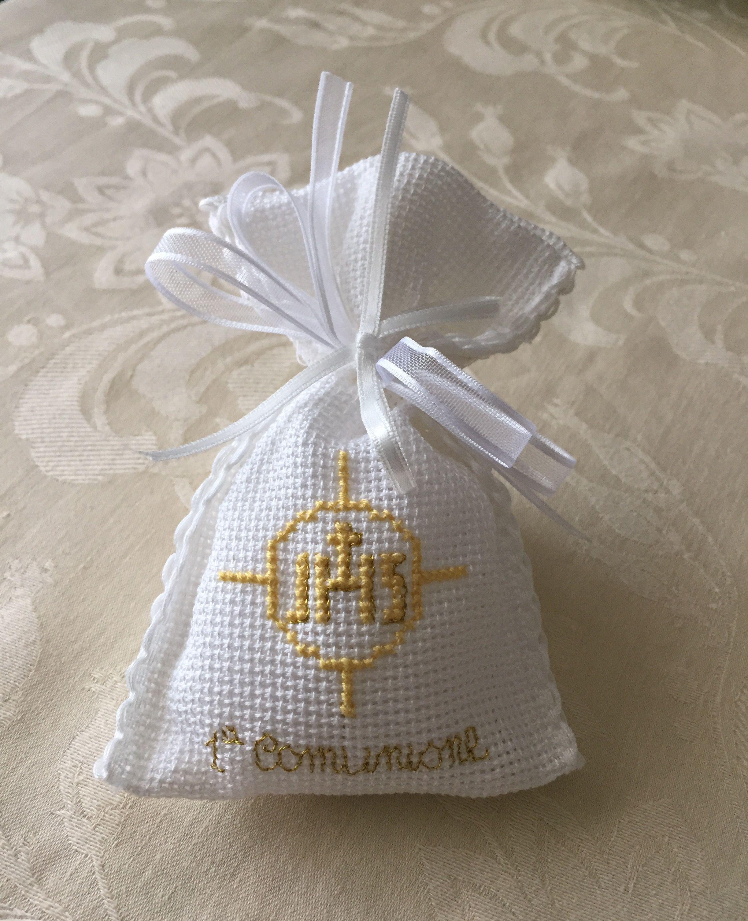 Sacchettino Bomboniera Confetti A Punto Croce Per Prima Comunione Punto Croce Ricamo Punto Croce Schemi Ricamo Punto Croce