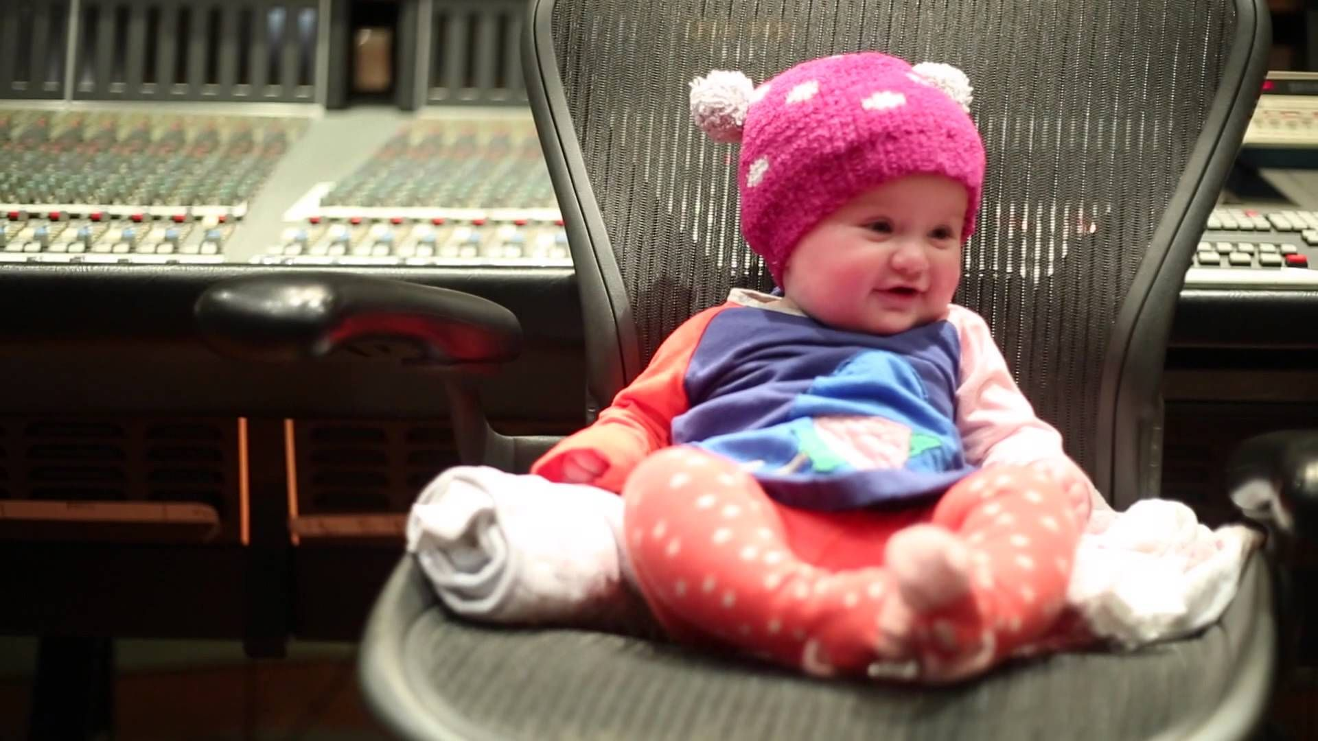 Heartbeat Song Teaser.. The CUTEST thing Ever!!! ☺️ #KellyClarkson #HeartbeatSong