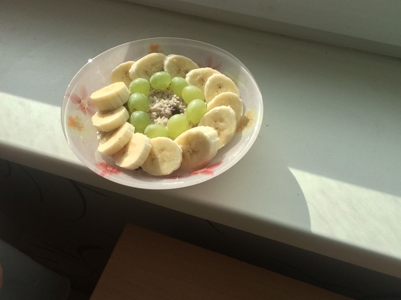 Супер полезный утренний завтрак! Овсянка с бананом и виноградом! Советую есть каждый день!