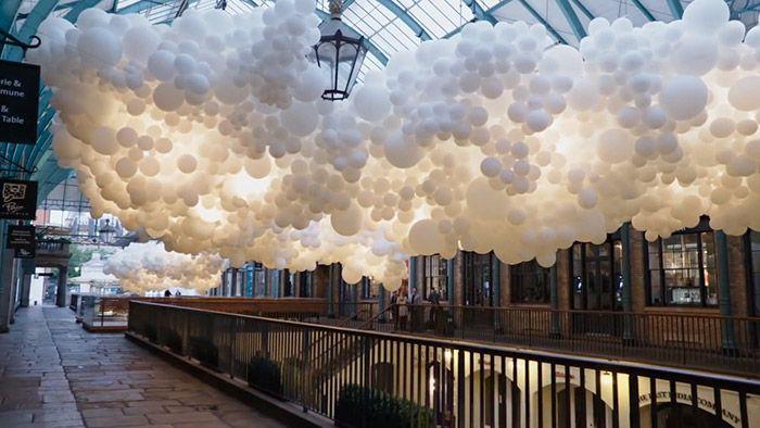 Charles Pétillon vytvořil v Londýně instalaci ze 100 000 balónů