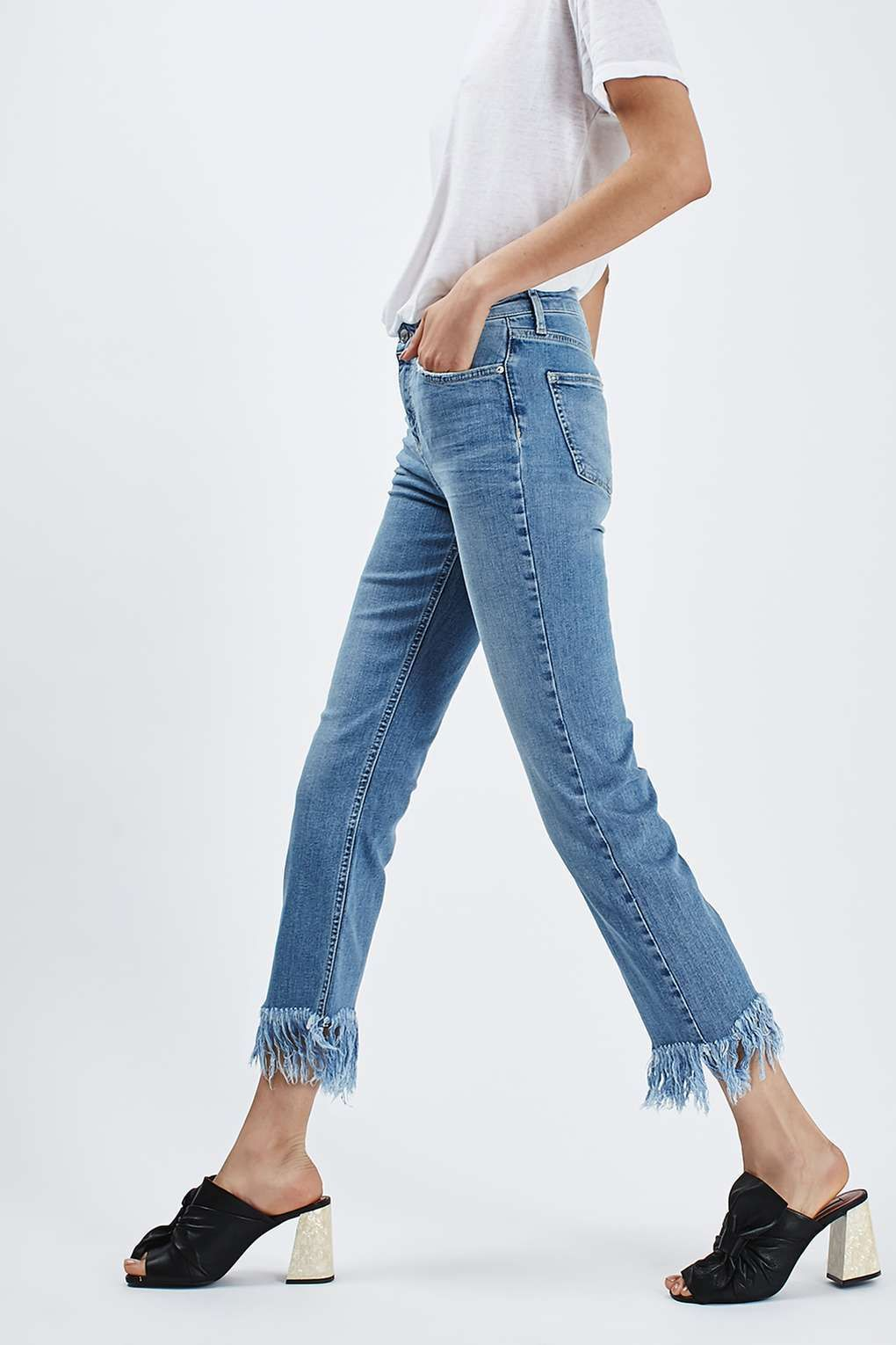 f15bd67e49edfb 22 Best How to Style Fringe Jeans | clothes | Jeans, Fringe hem ...