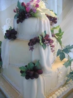 traditional fruit wedding cake icing wedding cake with grapes traditional fruit cake covered 21137