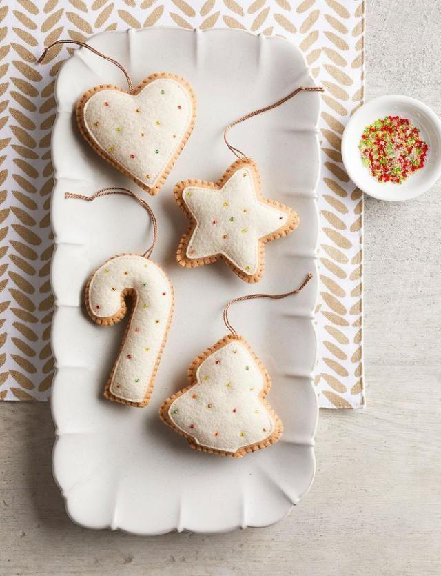 Make Felt Christmas Cookie Ornaments #feltchristmasornaments